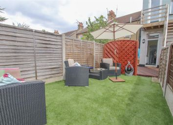 2 bed flat for sale in Southview Drive, Westcliff-On-Sea SS0