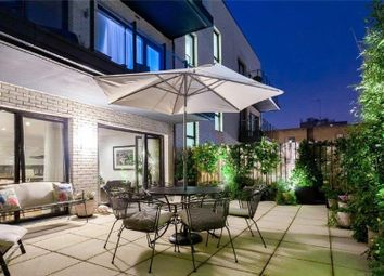2 bed flat for sale in Lexington Place, Golders Green NW11