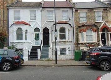3 bed maisonette to rent in Elm Park, Brixton, London SW2
