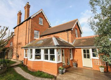 Station Road, Cookham, Maidenhead SL6. 5 bed detached house