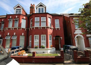 Ash Grove, Cricklewood, London NW2. 3 bed flat