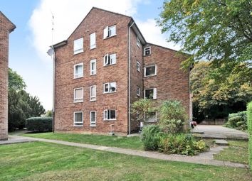 Thumbnail 3 bed flat to rent in Cookham Court, Amersham