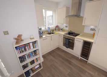 Thumbnail 1 bed flat to rent in Holden Road, Woodside Park, London