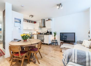 3 Bedrooms Flat to rent in Albion Road, London N16