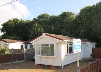 Thumbnail 1 bed mobile/park home for sale in Hawthorne Ave, Cranbourne Hall Park, Winkfield, Windsor