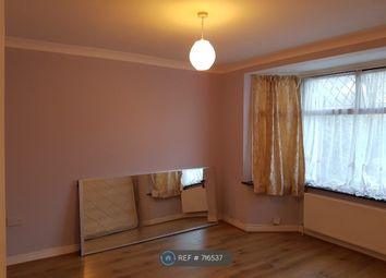 2 bed maisonette to rent in Frederick Crescent, Enfield EN3