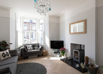 Derwent Grove, East Dulwich SE22. 2 bed flat for sale
