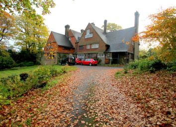 Thumbnail 2 bed flat to rent in Forest Drive, Kingswood, Tadworth