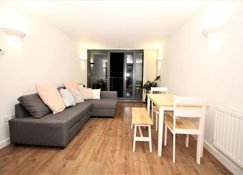 Thumbnail 1 bed flat to rent in Neutron Tower, Blackwall Way, Canary Wharf