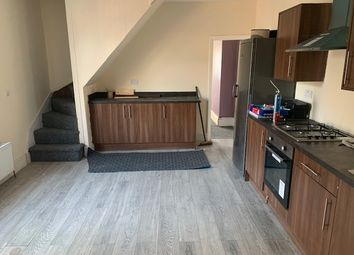 2 bed flat to rent in Barnsley Road, Sheffield S5