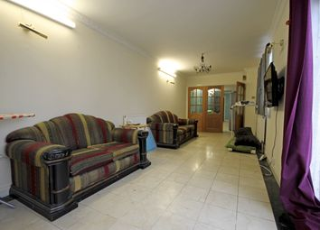 Thumbnail 1 bed flat to rent in Great West Road, Hounslow