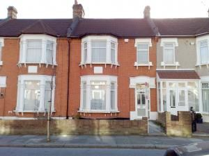 Thumbnail 3 bed property to rent in Ladysmith Avenue, Seven Kings, Ilford