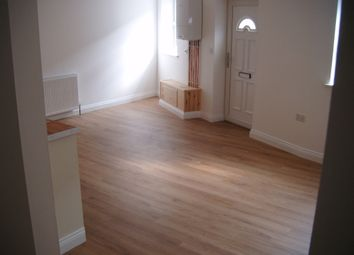 2 bed flat to let in High Street