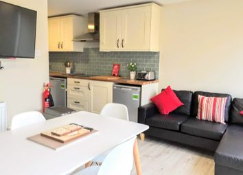 Room to rent in Grayswood Gardens, London SW20