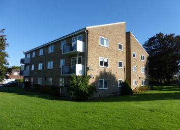2 bed flat to rent in Blenheim Road, Horsham RH12
