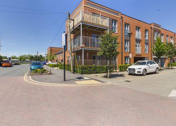 Thumbnail 2 bed flat for sale in Summers Street, Southampton