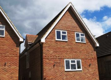 Thumbnail 2 bedroom detached house to rent in Sanctuary Close, Tilehurst, Reading