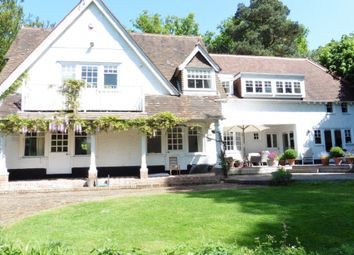 Thumbnail 5 bed detached house to rent in Fleet Hill, Finchampstead, Wokingham