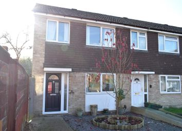 Thumbnail 3 bed property for sale in Robertsfield, Thatcham