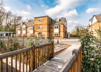 Minley Road, Fleet, Hampshire GU51. 2 bed flat for sale