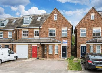 Thumbnail 3 bed town house for sale in Stratford Close, Aston Clinton, Aylesbury
