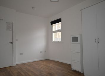 Thumbnail Room to rent in Grand Parade, London
