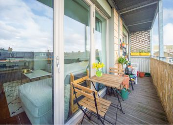 146 Lower Clapton Road, Clapton E5. 2 bed flat for sale