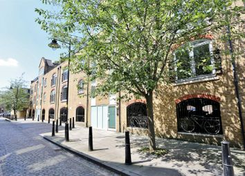 Thumbnail 1 bed flat for sale in Cold Harbour, Canary Wharf, London