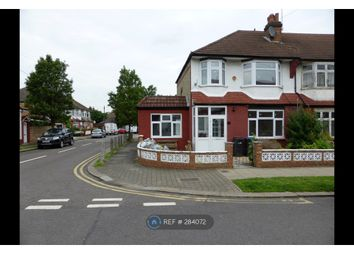 Room to rent in Princes Avenue, London N13