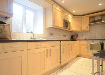 Thumbnail 1 bed flat to rent in Cross Street, Reading
