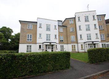 2 bed flat to rent in Tudor Way, Knaphill, Woking GU21
