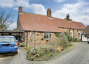 Thumbnail 2 bed cottage for sale in Main Street, Wawne, Hull