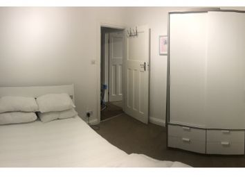 Room to rent in Fullwell Avenue, Ilford IG5
