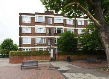 Thumbnail 2 bed flat for sale in North Gates, High Road, North Finchley