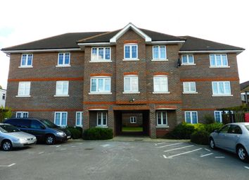 Thumbnail 1 bed flat to rent in Farnburn Avenue, Slough