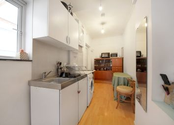 3 bed flat to rent in Gunnersbury Lane, London W3