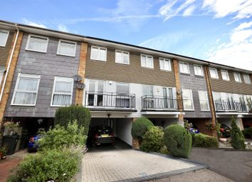 Orchard Way, Chigwell IG7. 3 bed terraced house
