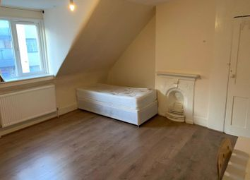 4 bed flat to rent in West Green Road, London N15