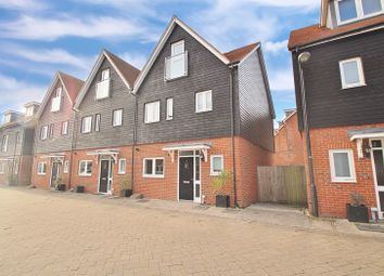 4 bed end terrace house for sale in Schuster Close, Cholsey, Wallingford OX10