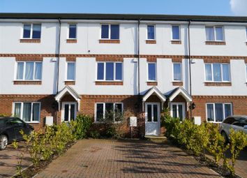 Thumbnail 4 bed town house to rent in Sailcloth Close, Reading