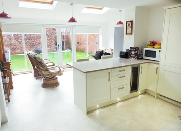 Thumbnail 4 bed detached house to rent in Lawrance Avenue, Anlaby, Hull