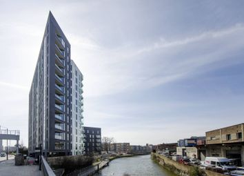Thumbnail 1 bed flat to rent in Lime Quay, Poplar
