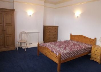 Thumbnail Room to rent in King Edwards Place, London