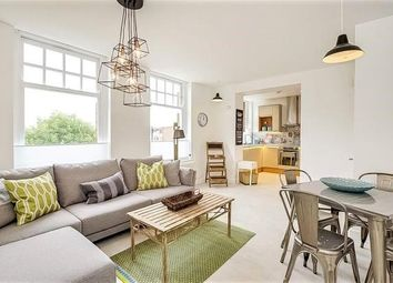 2 bed flat to rent in High Street, London NW10