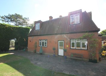 Thumbnail 1 bed detached house to rent in Alderton Hill, Loughton