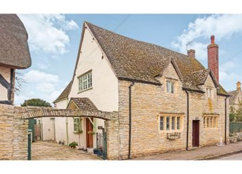 3 bed property for sale in Main Street, Offenham WR11