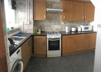 3 bed maisonette to rent in Cambridge Heath Road, Whitechapel/Stepney Green E1