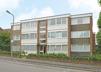 Thumbnail 2 bed flat to rent in Salisbury Avenue, Finchley N3,