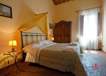 Thumbnail 8 bed country house for sale in Via Del Lago, Montepulciano, Siena, Tuscany, Italy