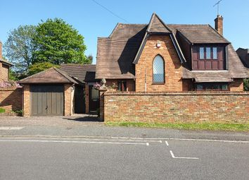 Eleanor Grove, Ickenham UB10. 3 bed detached house